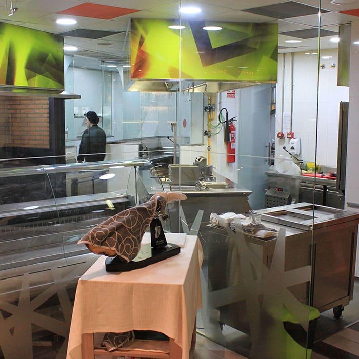 Cocina del Restaurante Raza 7 en Madrid