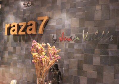 Entrada del Restaurante Raza 7 en Madrid (Barajas)