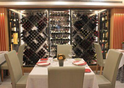 Vinacoteca del Restaurante Raza 7 en Madrid (Barajas)